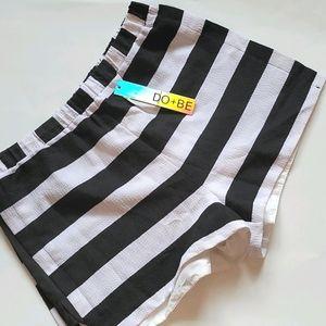 Lulu's DO + BE textured stripe shorts size large